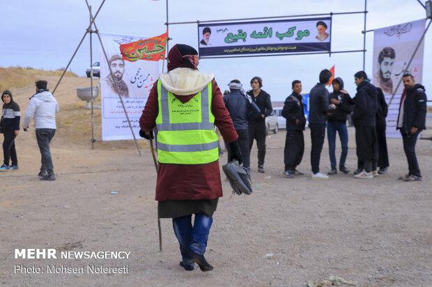 مسيرة المشاية نحو ضريح الامام الرضا (ع)