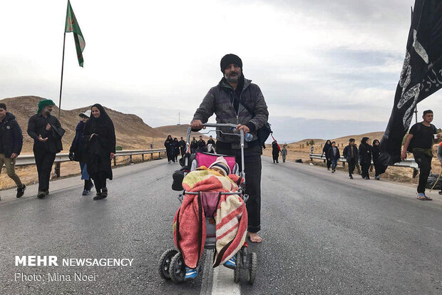Pilgrims march towards Mashhad before martyrdom anniv. of Imam Reza (AS)