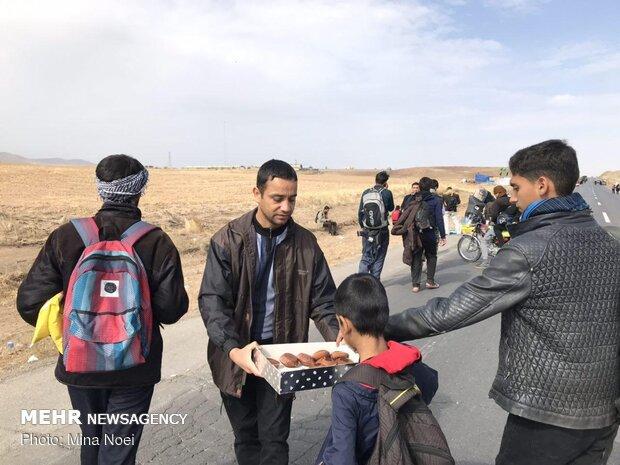 پذیرایی موکب ها از زائرین پیاده امام رضا(ع)