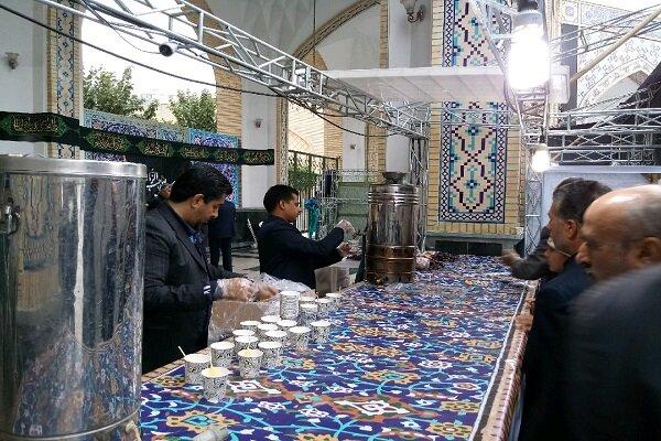 پذیرایی گرم خادمان رضوی از زائران در «چایخانه حضرت»