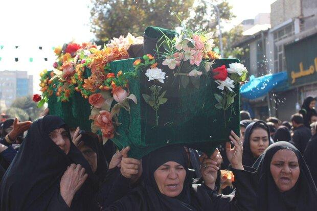 تشییع نمادین پیکر امام رضا (ع) بر دوش زنان مشهدی
