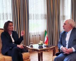 ظريف يستعرض مع نائبة وزير خارجية سويسرا تطورات المنطقة