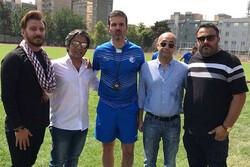 نمایش «آبی به رنگ آسمان» همراه با بازیکنان فوتبال