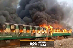 VIDEO: Karachi to Rawalpindi train on ablaze