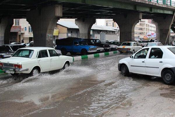 تلاش برای رفع مشکل آب گرفتگی در ۷ نقطه از شهر
