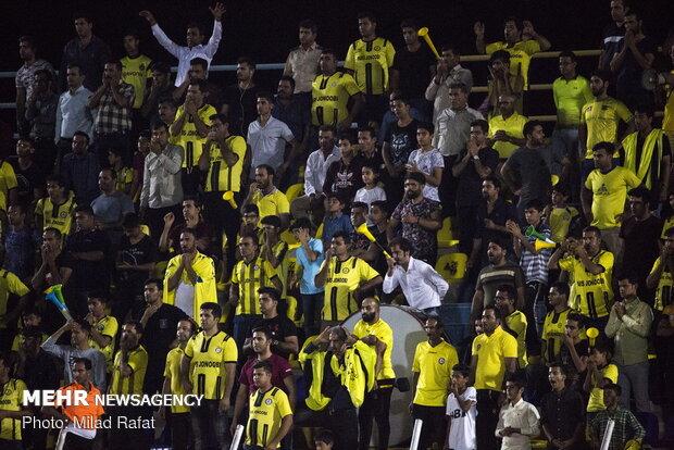 دیدار تیم های فوتبال پارس جنوبی و سپاهان