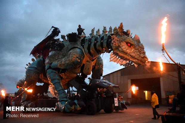 نمایش خیابانی ربات های غول پیکر در کاله فرانسه
