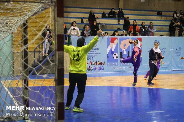 دیدار تیم های هندبال بانوان تاسيسات دريايي تهران و اشتاد سازه مشهد