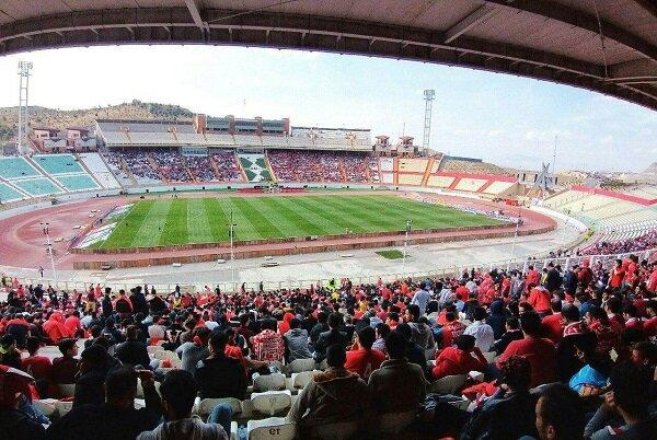 حضور ۳۰هزار نفری هواداران تراکتور در ورزشگاه/ رسول خطیبی تشویق شد