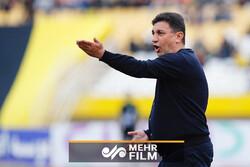 انتقاد تند امیر قلعهنویی نسبت به وضعیت زمینهای فوتبال