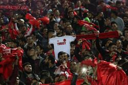 حضور اندک هواداران تراکتور در ورزشگاه/ شعار علیه سوشا مکانی