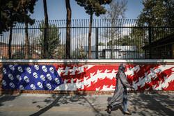 Eski ABD Tahran Büyükelçiliği'nde yeni duvar resimleri