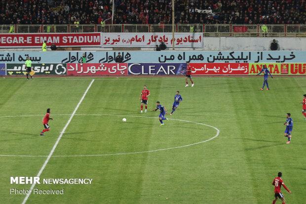 دیدار تیم های فوتبال تراکتورسازی و استقلال