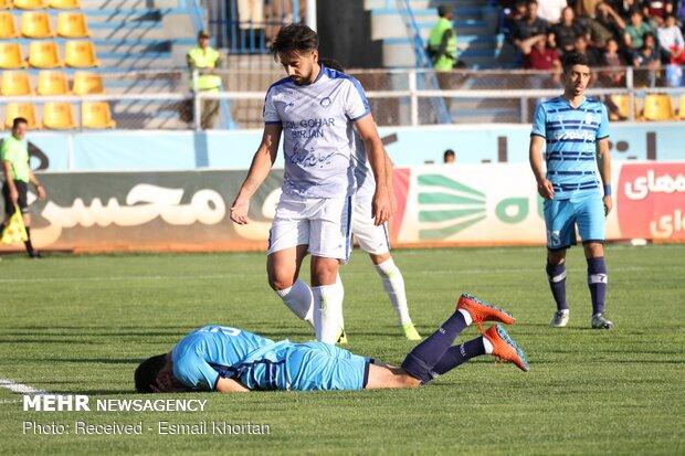 دیدار تیم های فوتبال گل گهر سیرجان و پیکان تهران
