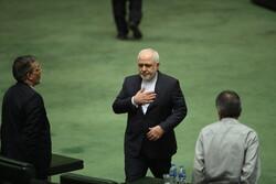 23 نائبا ايرانيا يرفعون دعوى قضائية ضد ظريف