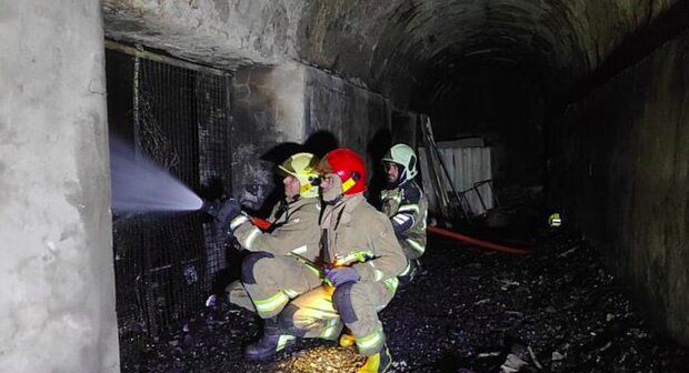 مهار آتش سوزی گسترده انبار در محمودیه/ تلاش ۸ ساعته آتشنشانان