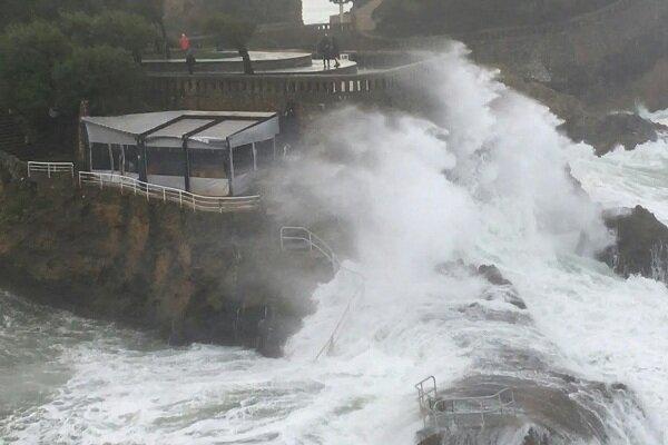 اعلام وضعیت هشدار نارنجی در فرانسه به دلیل طوفان