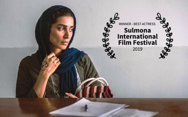 Iranian actress wins at Italian film fest.