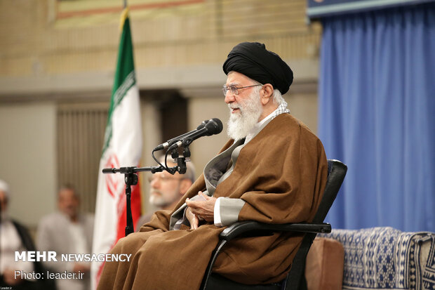 Leader receives participants in 33rd Intl. Islamic Unity Conf.