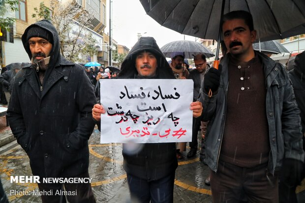 People of Zanjan rally against rioters