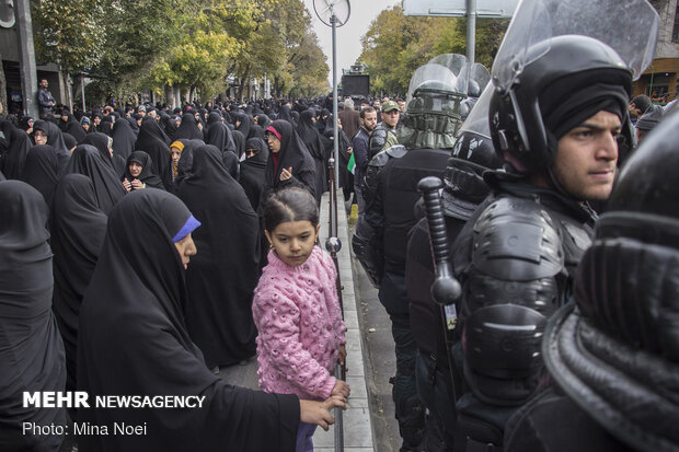 People of Tabriz rally in condemnation of 'rioters'