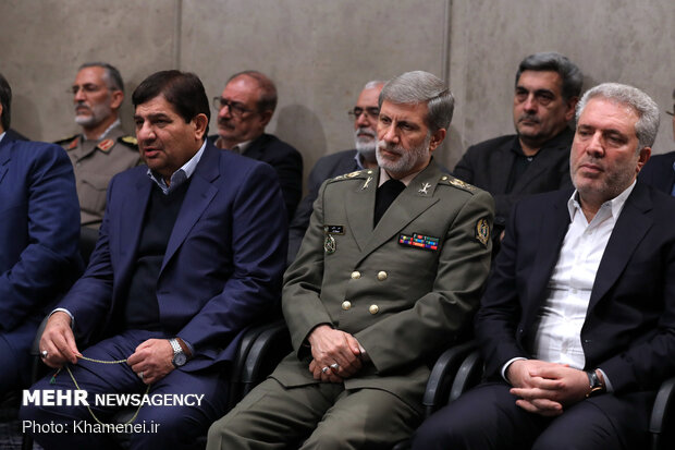 Leader receives a group of economic agents, manufacturers for a meeting