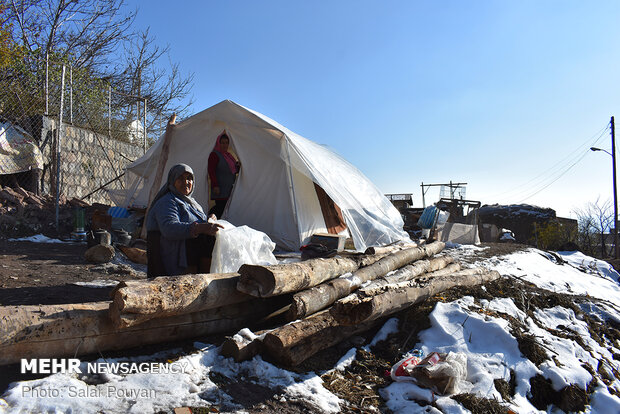People in quake-hit Mianeh struggle with cold nights