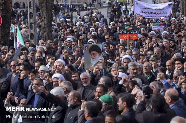 Tehraners to hold pro-establishment rally Monday afternoon