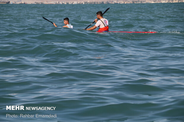 Armed Forces' canoeists compete in Bandar Abbas