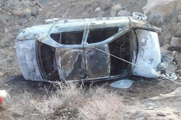 واژگونی و حریق خودروی سمند در محور سمنان-دامغان/ یک نفر جان باخت