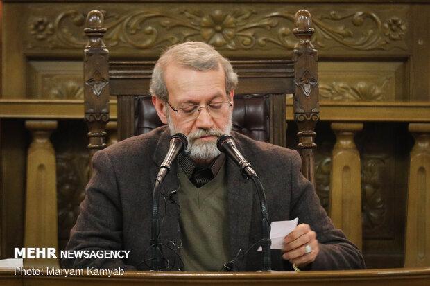 مؤتمر صحفي لرئيس مجلس الشورى الاسلامي