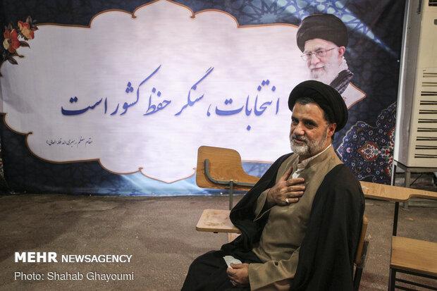 تہران میں پارلیمانی انتخابات میں شرکت کے لئے نام لکھوانے کا پہلا دن