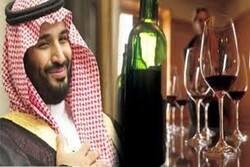 """مخمور سعودي يستبيح حرمة المسجد ويغني على الملأ """"يانونو يانونو""""!!!!!"""