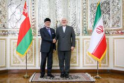 """وزير الخارجية العماني يلتقى مع نظيره الايراني """"محمد جواد ظريف""""/صور"""