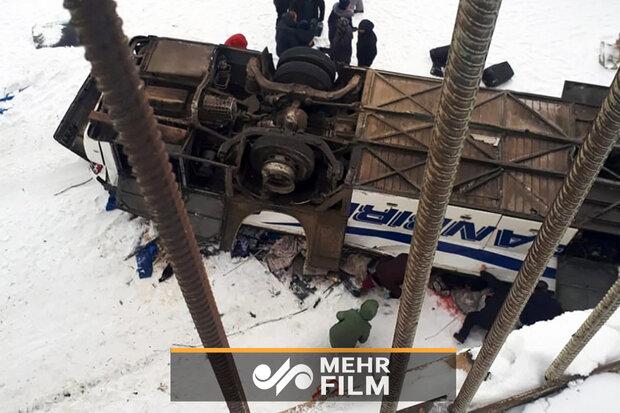 Rusya'da otobüs donmuş nehre düştü