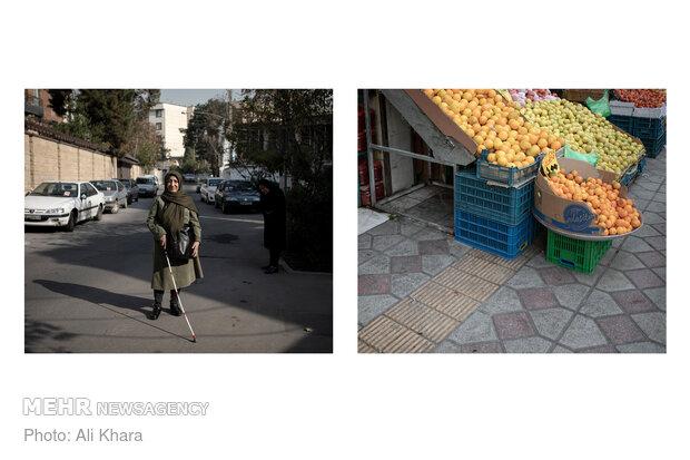 شاید خیلیها به پیادهروهایی که با وسایل مغازهها پر شده عادت کرده باشند اما سهیلا که نابیناست میگوید وسایلی که مغازهها در پیادهروها میگذارند رفتوآمد را برای او بسیار سخت کرده است