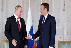 تاکید ماکرون بر استفاده همزمان از تحریم و گفتگو در روابط با روسیه