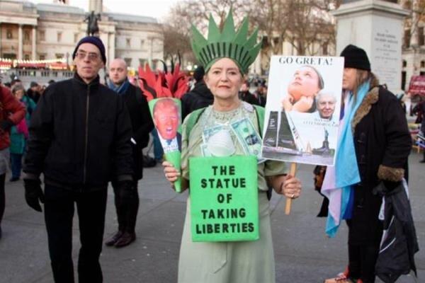 لندن میں امریکی صدر کے خلاف  عوامی مظاہرہ