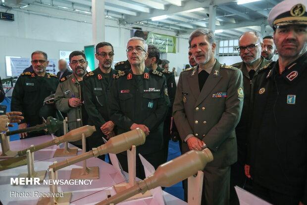 Top military chiefs visit defense achievements expo