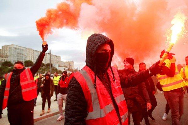 موج اعتصابات سراسری فرانسه را فراگرفت