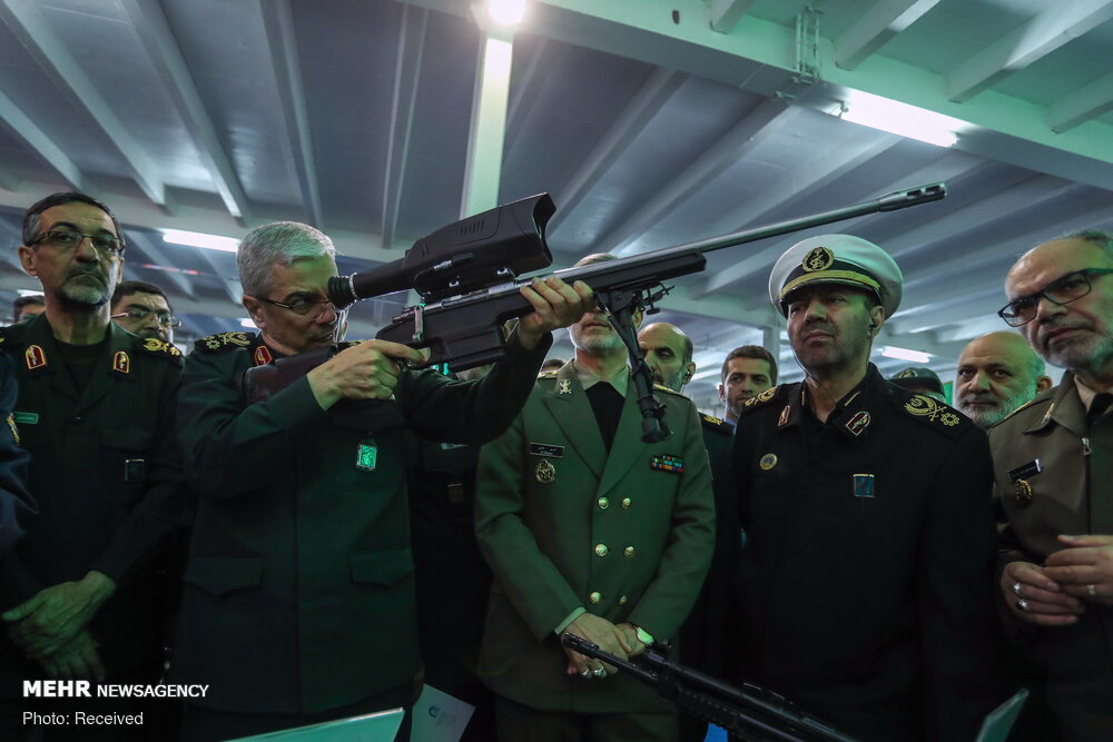 بازدیدسرلشکر باقری از نمایشگاه دستاوردهای دفاعی سازمان صنایع دفاع