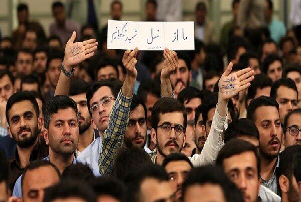دانشجویان انقلابی پرچم مبارزه با جهانخواری را برافراشتهاند