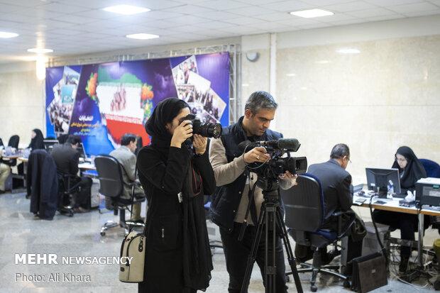 عکاسان و تصویر برداران حاضر در آخرین روز ثبت نام داوطلبان انتخابات مجلس شورای اسلامی