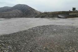 راه ارتباطی ۳ روستای پلدختر قطع شد/ سرگردانی دانش آموزان و مهاجرت اهالی
