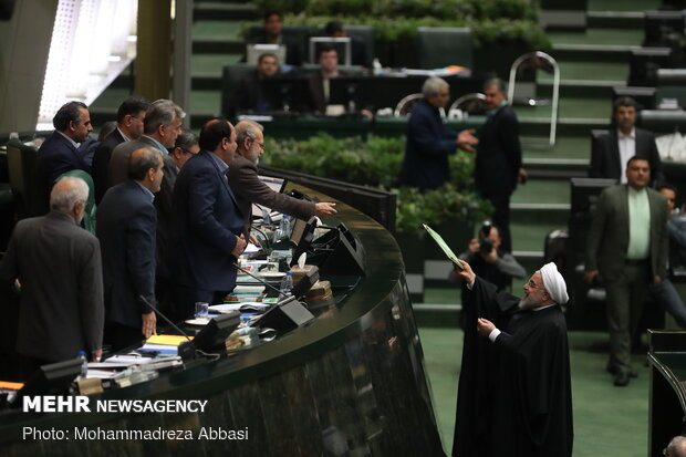 Rouhani submits next year's budget bill to Parl.