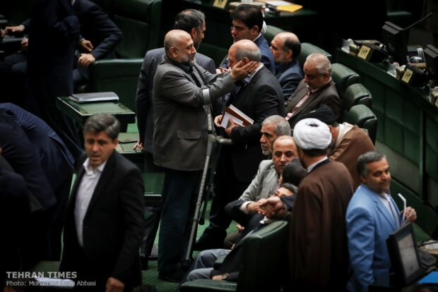 Rouhani submits budget bill to parliament