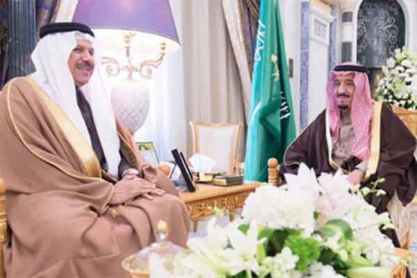الملك السعودي يلتقي بالأمين العام لمجلس تعاون الخليج الفارسي