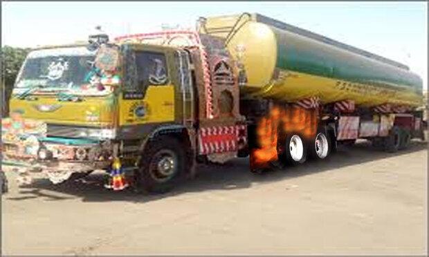 پاکستان میں آئل ٹینکر کے ٹائروں میں آگ لگ گئی