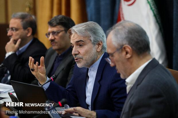 رئيس منظمة التخطيط والميزانية الايرانية في مؤتمر صحفي