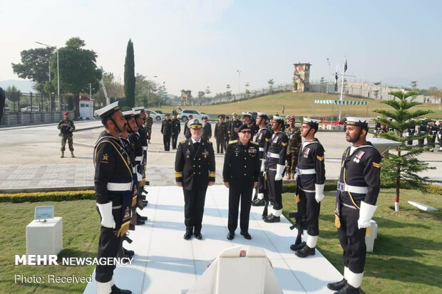 Meeting of Iranian, Pakistani navy chiefs